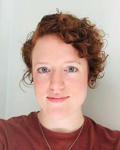 Side-tossed Messy Pixie Hairstyle for Curly Hair