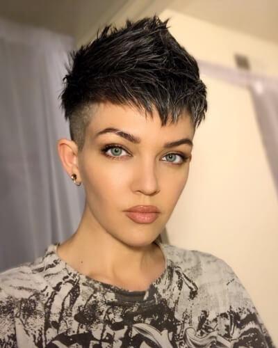 Textured V-shaped Bangs and Faux Hawk Haircut