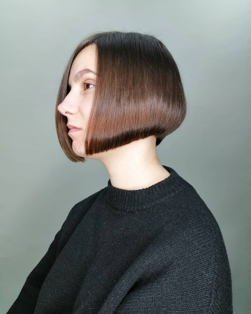 Curved Concave Chin-length Bob Cut for Square Faces