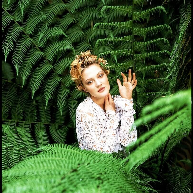 Drew Barrymore 90s Spiky Short Hairstyle for Oval Faces