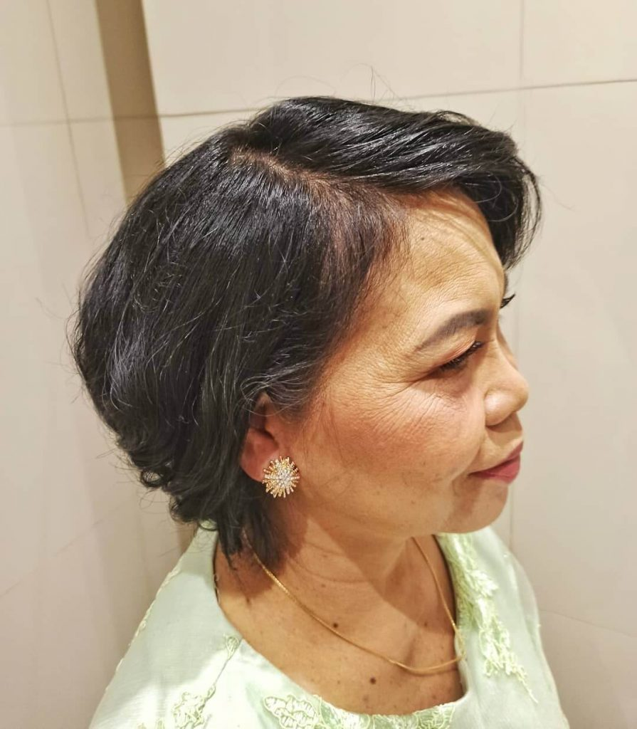 Inverted Medium Bob Haircut with Side Part for Mature Hair and Round Faces