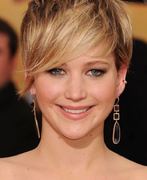 Sleek-Asymmetrical-Pixie-Haircut