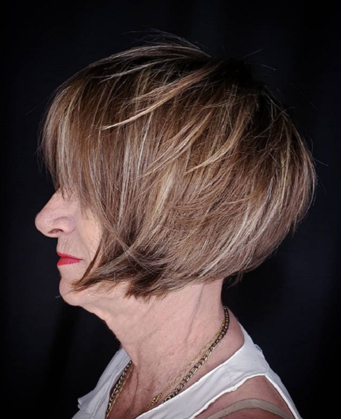 Layered & Messy Bowl-Like Hair with Blunt Bangs