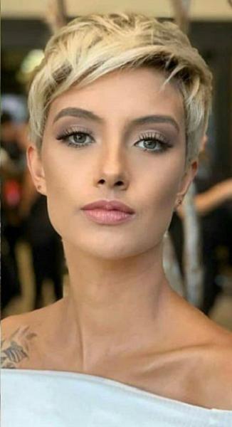 Platinum Blonde Messy Pixie Haircut for Diamond Faces