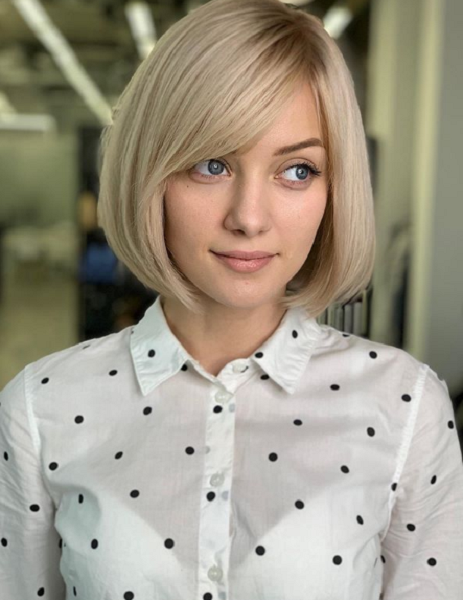 Sleek Side-Parted Bob Haircut with Curled Ends