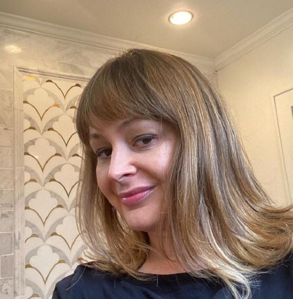 Elegant Style Layered Haircut Blunt Side Bangs