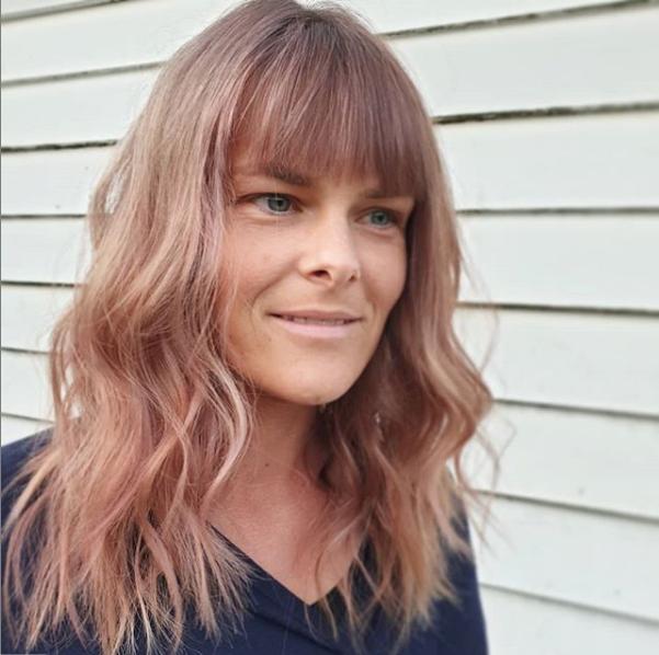 Pinkish Wavy Layered Haircut with Sleek Blunt Bangs