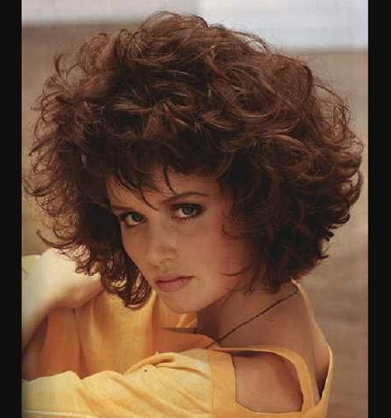 '80s Curly & Fluffy Hairstyle