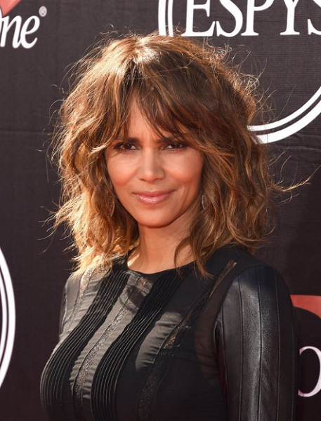 Wavy Voluminous Short Hairstyle with Curtain Bangs