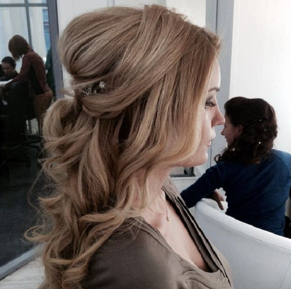 Wavy Half Up Half Down Hairstyle with Bumpy Backside and Free Middle-Parted Bangs
