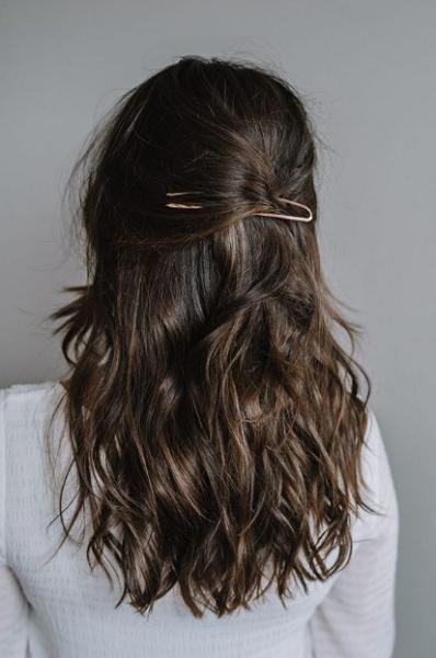 Wavy Half Up Half Down Hairstyle with Minimalist Hair Pin