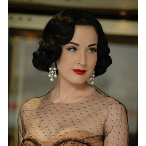 Dita Von Teese Inspired Look